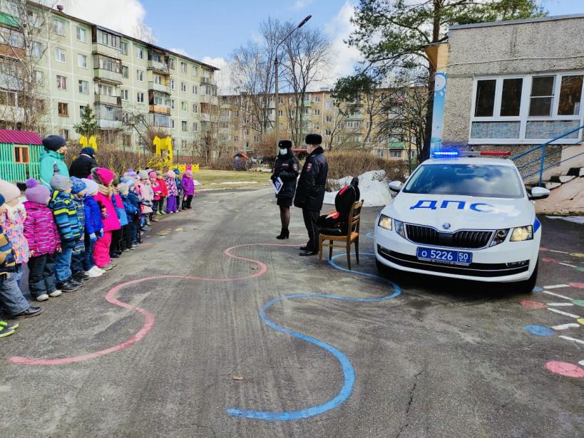 Автоинспекторы ГИБДД провели для детей беседу по правилам дорожного движения