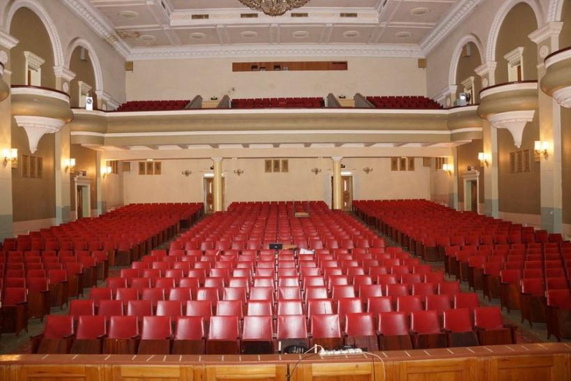 Ограничения по заполняемости залов учреждений культуры сняли в Подмосковье