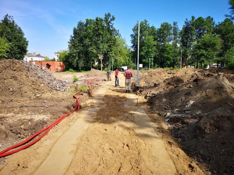 В Электростали продолжается строительство нового сквера около ДК имени Карла Маркса